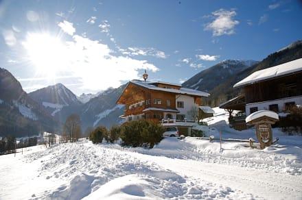 winter in den bergen bild kinderbauernhof hocheggerhof in schladming steiermark sterreich. Black Bedroom Furniture Sets. Home Design Ideas
