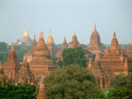 Bagan in der Abenddämmerung - Pagodenfeld / Tempelfeld