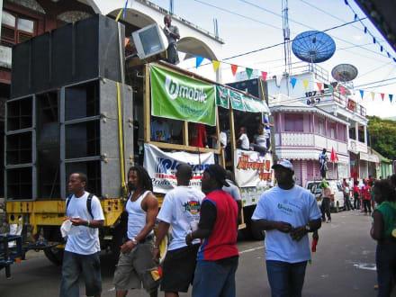Carneval - Szene - Karneval Roseau