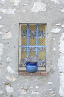Blaues Fenster - Burg Gourdon