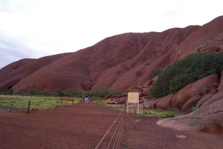 Beginn des Base Walk - Ayers Rock / Uluru