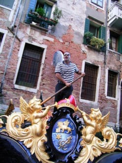 Unser Gondoliere (er sang leider nicht) - Gondeln / Gondelfahrten in Venedig