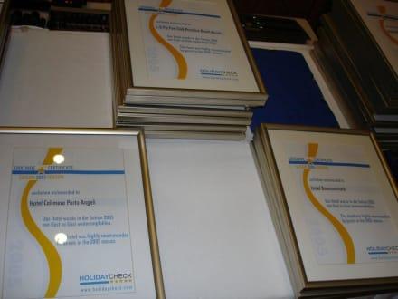 Die Urkunden der Gewinner-Hotels - HolidayCheck Award Gala