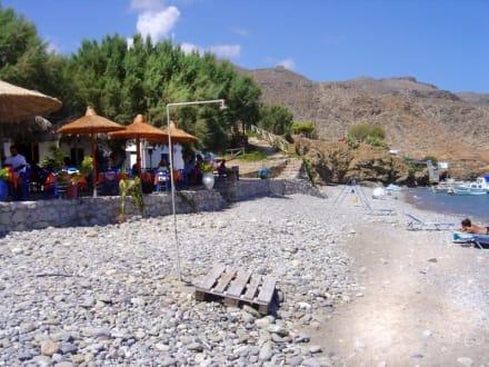 Strand von Kato Zakros mit Taverna Akrigialos - Taverna Akrigialos