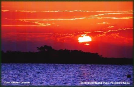 Sonnenuntergang an der Playa Pesquero - Strand Pesquero