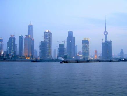 Neuer Bund in Abenddämmerung - Pudong