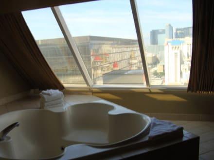 whirlpool im schlafzimmer bild hotel luxor in las vegas nevada usa. Black Bedroom Furniture Sets. Home Design Ideas