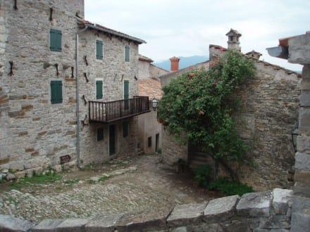 alte Häuser in Hum, Istrien - Hum