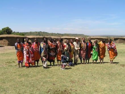 Im Massaidorf - Masai Mara Safari