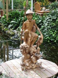 Asiatische Skulptur - Orchideenhof in Luttelgeest