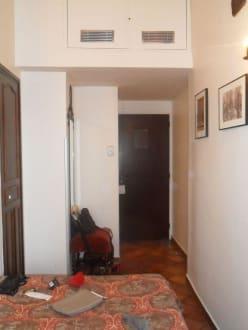 Zimmer vom Fenster aus - Castex Hotel