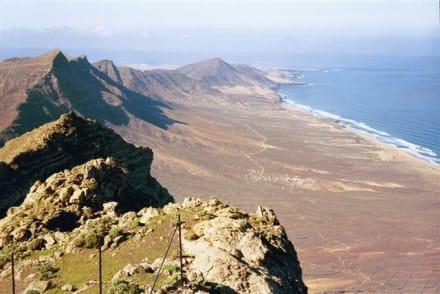 Blick vom Pico de la Zara (807m) nach S - Pico de la Zarza