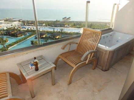 balkon mit whirlpool bild maxx royal belek golf resort in belek t rkische riviera t rkei. Black Bedroom Furniture Sets. Home Design Ideas