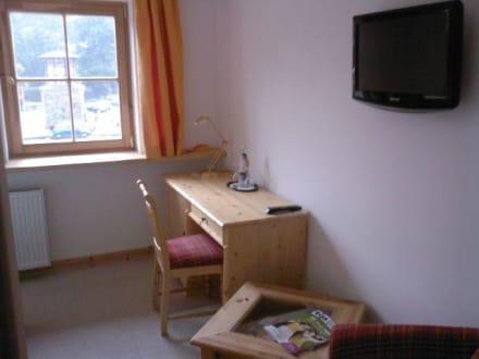 Schreibtisch und wohnzimmer bild hotel schloss for Schreibtisch wohnzimmer