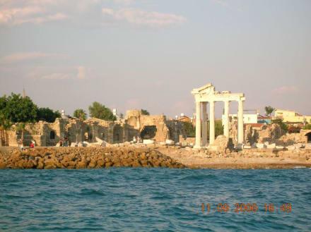 Bild vom Boot zur Ruinenstadt in Side - Apollon Tempel