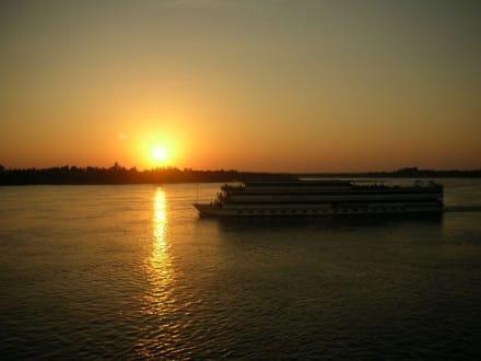 Sonnenuntergang am Nil - Bootstour auf dem Nil