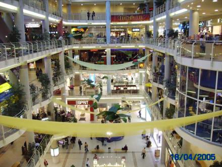 In einem Center - Einkaufen & Shopping