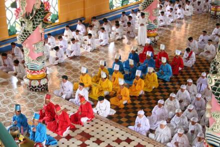 Feierliche Zeremonie - Cao Dai Tempel