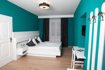 wohnzimmer trkis grau streichen lanakk edel leinwand design kuchen deko