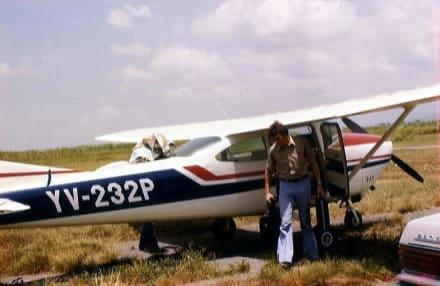 Die Passagiere steigen aus der Cessna - Unterwegs in Venezuela