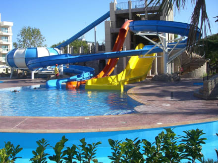 pool mit rutschen bild dit evrika beach club hotel in sonnenstrand bulgarien s den bulgarien. Black Bedroom Furniture Sets. Home Design Ideas
