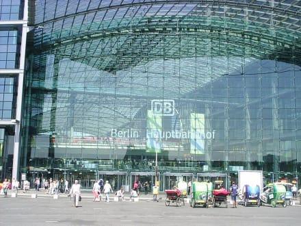 Berlin_Hauptbahnhof_Haupteingang - Berlin Hauptbahnhof