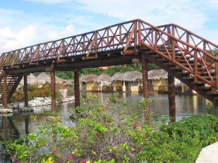 Brücke über die Lagune - Grand Palladium Colonial Resort & Spa
