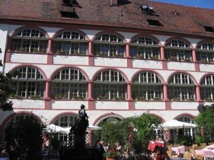 bischofshof am dom bild altstadt regensburg in regensburg. Black Bedroom Furniture Sets. Home Design Ideas