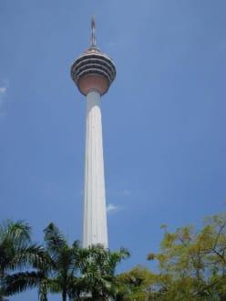 Fast so hoch wie die Twin Towers - Menara Kuala Lumpur (Fernsehturm)