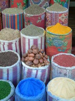 Farbenspiel im Suke - Basar