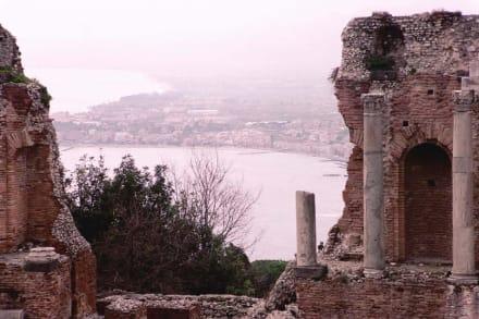 Blick vom griechischen Theater nach Naxos - Amphitheater Teatro Greco