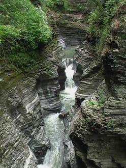 Sehr faszinierende Wasserfälle - Watkins Glen State Park