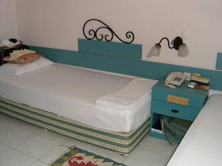 orientalisches bett mit einschlafgarantie bild club hotel titan in alanya kargicak. Black Bedroom Furniture Sets. Home Design Ideas