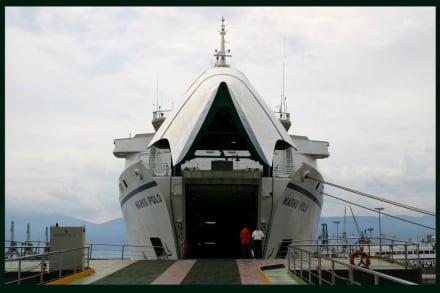 Die Autofähre nach Dubrovnik im Hafen von Rijeka - Hafen Rijeka