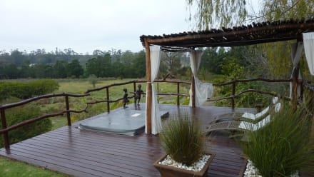 jacuzzi im garten bild hotel rothman manor in swellendam westkap s dafrika. Black Bedroom Furniture Sets. Home Design Ideas