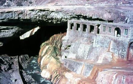 Die Puente del Inca (2720 m Höhe) - Puente del Inca
