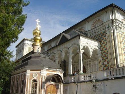 Abtei Seitenansicht - Dreifaltigkeitskloster