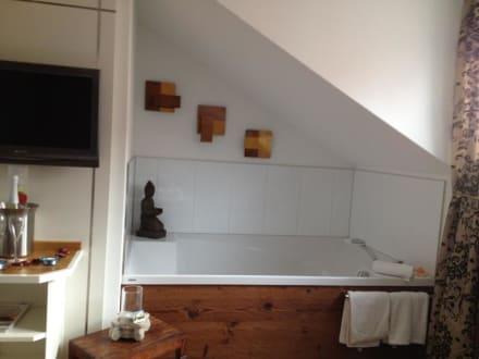 sch ne grosse badewanne bild hotel wellness spa domizil helvetia in lindau bayern deutschland. Black Bedroom Furniture Sets. Home Design Ideas