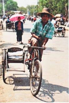 Rischkafahrer als Taxifahrer - Markt in Dala