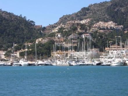 Blick auf Yachthafen/ Hügel - Hafen Puerto de Andraitx/Port d'Andratx