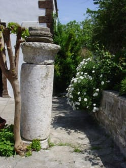 Säule aus vergangenen Zeiten - Argiroupolis & antike Stadt Lappa