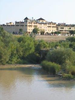 Schöne Lage am Fluss - Altstadt Cordoba