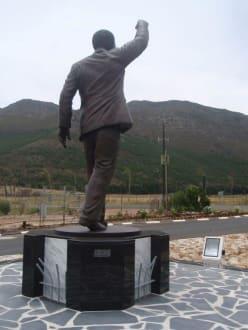 Mandela-Denkmal anlässlich seines 90. Geburtstages - Weingebiet Stellenbosch