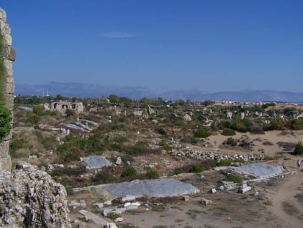 Blick über Antik-Side von der Stadtmauer aus 1 - Ruinen Side
