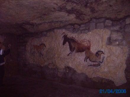 Im Labyrinth/ Zeichnungen an den Felsen - Höhlen