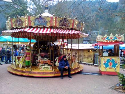 Bad Kreuznach Weihnachtsmarkt.Romantischer Weihnachtsmarkt Kurpark Bad Munster Bild