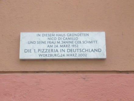 Hinweistafel - Pizzeria Capri & Blaue Grotte