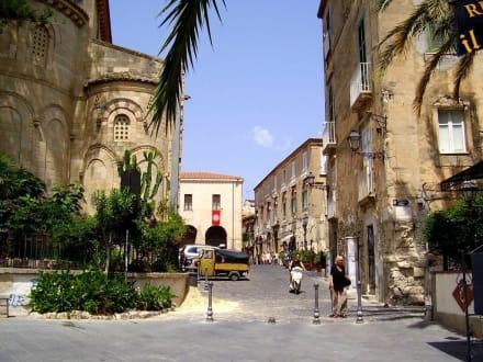 Stadt - Kirche Santa Maria dell'Isola
