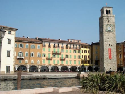 Uferbereich mit Marktplatz - Altstadt Riva del Garda