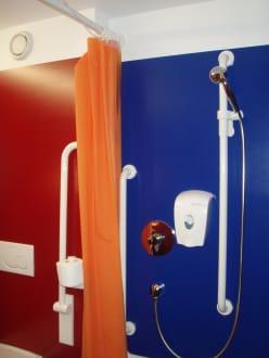dusche ohne duschwanne bild hotel cube savognin in. Black Bedroom Furniture Sets. Home Design Ideas